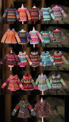 Knitted children´s jackets. Volgens mij zijn het poppenkleertjes.....