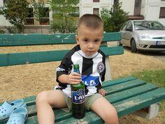 La passione per il football ti prende da quando sei bambino..come la musica, come la birra! Fudbalski klub Partizan #ultras #calcio #alcol Lav pivo