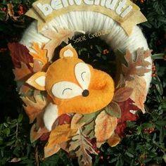 Fuoriporta #fox #feltro #autumn #autumnleaves #autumncolors #autunno #volpe #foglie #pannolenci #felt #handmade Seasonal Decor, Fall Decor, Family Tree Photo, Autumn Crafts, Wooden Hearts, Fall Wreaths, New Years Eve Party, Handmade Decorations, Felt Flowers