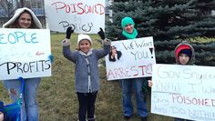 2 Petitions - Hold Michigan Governor Rick Snyder Accountable for Flint's Poisoned Water! & Hold the gov accountable for poisoning Flint. Sign the petition: moveon.org/flint @moveon #FlintWaterCrisis #ArrestGovSnyder