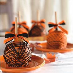 The original gourmet caramel apple and handmade confections available in the finest department stores and gourmet shops. Halloween Candy Apples, Halloween Treats, Halloween Parties, Halloween Desserts, Halloween Halloween, Fall Treats, Holiday Treats, Holiday Foods, Candy Buffet