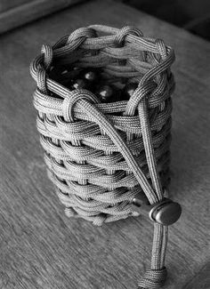 Tutorial for a Woven and Half-hitched Paracord Pouch - having a pouch like this would be a great add-on to an emergency kit in a backpack. It will hold small items, and unravels to be about 30 feet of paracord. - Click image to find more Outdoors Pinterest pins