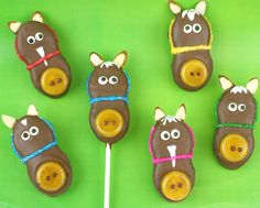 Horse Cookies & Cookie Pops - perfect addition to your Olympic Party . + 20 other Olympic Treat ideas! Crown Cookies, Cute Cookies, Cookies Web, Horse Party, Cowgirl Party, Cookie Pops, Butterscotch Candy, Nutter Butter Cookies, Sugar Cookies