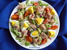 AranyTepsi: Tonhalas vitaminsaláta tojással Cobb Salad, Potato Salad, Food And Drink, Tasty, Dishes, Ethnic Recipes, Kitchen, Anime, Puertas