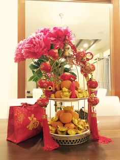 A perfect centrepiece for Chinese New Year. Asian New Year, Chinese New Year Party, Chinese New Year Decorations, New Years Decorations, New Years Party, New Year's Crafts, Diy And Crafts, Chines New Year, Cherry Blossom Party
