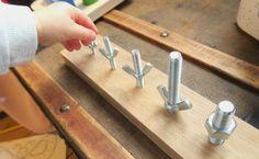 Activité de manipulation Montessori : les boulons à visser DIY