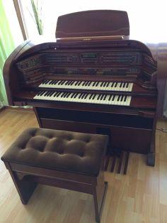 http://www.ebay.de/itm/Lowrey-Majesty-Die-100-000-DM-Orgel-in-Kirschbaum-kein-Wersi-Bohm-Yamaha-/321925022240?hash=item4af43a0220:g:TKEAAOSwlV9WRzM9