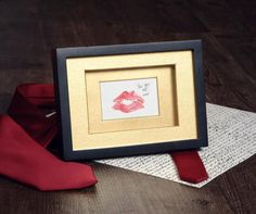 gift idea-for-her-boyfriend-photo-frame-custom-print-to-kiss-original gift-valentine rnrnSource by cam_miche Saint Valentine, Valentine Gifts, Presents For Men, Gifts For Her, Diy St Valentin, Diy Frame, Last Minute Gifts, Homemade Gifts, Gift Baskets