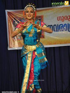 manju warrier dance performance guruvayoor photos00