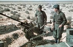 Italian soldiers in North Africa manning a Breda 20mm Anti-aircraft gun and wearing pre-war wool m37 uniform. Picture taken in 1941 during Rommel drive to Egypt