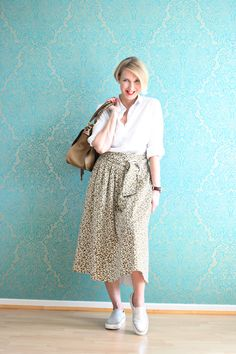 A fashion blog for women over 40 and mature women  Skirt + Blouse: Dorothee Schumacher Sneakers: Zara Bag: Chloé   http://www.glamupyourlifestyle.com/