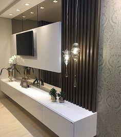 """874 curtidas, 7 comentários - Arquitetura de Interiores (@arq4home) no Instagram: """"Painel de TV para o quarto do casal. Detalhe para o espelho bronze atras do painel Branco com…"""""""
