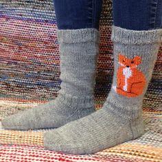 Knitting Socks, Hand Knitting, Knitting Patterns, Knitting Ideas, Knit Socks, Fox Decor, New Pins, Handicraft, Mittens