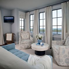 House of Turquoise: SummerHouse Interior Design - A good example of how to hang curtains correctly!