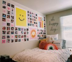 If you are looking for some great DIY Dorm Room Decor Ideas for college students, then you would get some great ideas here. Cute Room Decor, Teen Room Decor, Room Decor Bedroom, Diy Bedroom, Bedroom Inspo, Bedroom Ideas, Dorm Room Walls, Dorm Room Art, College Dorm Rooms