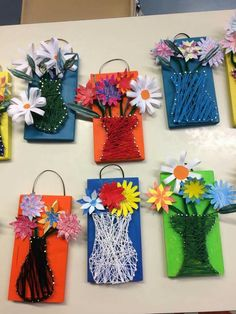 Easy Diy Crafts, Diy Crafts For Kids, Cadeau Parents, Preschool Arts And Crafts, Montessori Art, Weaving Projects, Spring Activities, Spring Art, Mothers Day Crafts