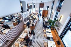 Az Aulich utca egyedülálló hangulatához még hiányzott valami régi, de valamennyire új is: egy kávéház. Megszületett a Liberté.