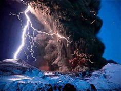 Tutta la potenza della natura in questa eruzione vulcanica