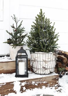Simple Outdoor Christmas Decor - The MerrythoughtYou can find Simple christmas decorations and more on our website.Simple Outdoor Christmas Decor - The Merrythought Farmhouse Christmas Decor, Outdoor Christmas Decorations, Country Christmas, Scandinavian Christmas Decorations, Decorating For Christmas, Modern Christmas Decor, Cottage Christmas, Winter Decorations, Primitive Christmas