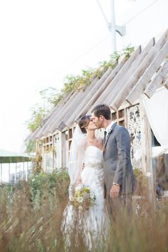 Gallery Wedding - http://fabyoubliss.com/2015/03/17/chuck-jones-gallery-wedding