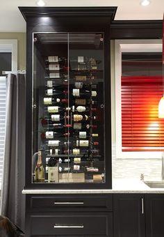 Cette cave à vin offre une intégration parfaite dans l'espace, 70 bouteilles, silence absolu dans la cuisine et vin à température de service.
