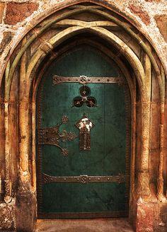 Ancient Door beautiful door of the Marburg town hall.  Eine wunderschöne Tür des Rathauses in Marburg.