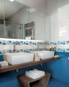 No 1473 Floral Border gives a lift to this bathroom