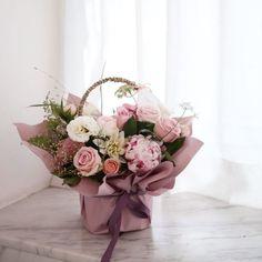 작지만 예쁘게💕 소사 배송 . . . . . . . . ▪️취미반 등록 ▪️ 화요일 11시 . 수요일 1시30분 목요일 7시저녁 . 토요일 10시 일요일 10시. 일요일 2시 . . . . . 📞: 032 664 0300 . 💬Kakao : pek0319 . . #florist #flowerschool #flowershop#라보떼플라워 #라보떼플라워가든 #꽃다발 #부천꽃집 #플로리스트학원 #인천꽃집 #플라워레슨 #부천플라워레슨 #인천플라워레슨 #부평플라워레슨 #플로리스트 #부평꽃집 #부천시청꽃집 #상동역꽃집 #중동꽃집 #꽃배우기 #인천플로리스트학원 #부천꽃배달 #부평꽃배달 #목동꽃집 #목동플라워레슨 #광명꽃집 #강서꽃집 #라보떼꽃바구니 Valentine Flower Arrangements, Basket Flower Arrangements, Floral Arrangements, Flower Box Gift, Flower Boxes, Backyard Wedding Decorations, Flower Decorations, Luxury Flowers, Diy Flowers