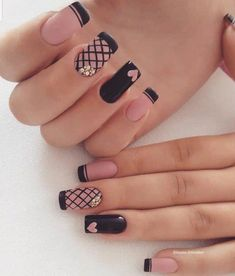 Looking for easy nail art ideas for short nails? Look no further here are are quick and easy nail art ideas for short nails. Acrylic Nails Natural, Cute Acrylic Nails, Cute Nails, Pretty Nails, Gel Nails, Nail Polish, Cute Nail Art Designs, Black Nail Designs, Acrylic Nail Designs