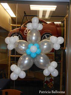 Balloon Snowflake made by Patricia Balloona, https://patriciaballoona.wordpress.com/2015/02/13/448th-balloon-sculpture-castle-arch-and-giant-snowflakes/