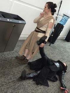 Leia: Rey sweetie put your brother in the trash for me Rey: okay mom Rey: now w - Finn Star Wars - Ideas of Finn Star Wars - Leia: Rey sweetie put your brother in the trash for me Rey: okay mom Rey: now which one did mom say Star Wars Rebels, Finn Star Wars, Star Wars Meme, Star Wars Art, Rey Star Wars, Amazing Cosplay, Best Cosplay, Tie Fighter, Star War 3