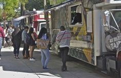 Burger Tank; lunch at the trucks; Temple University; Philadelphia, Pennsylvania, USA.  September 2015.