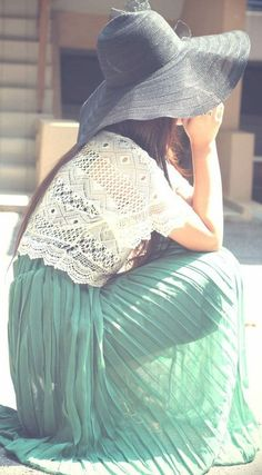 This emerald maxi skirt  looks perfect with the lace top