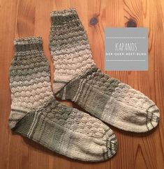 Knit socks in January – wool – Minecraft pattern with boomerang heel – Socken Stricken Wool Socks, Knitting Socks, Knitting For Dummies, Minecraft Pattern, Kandi Patterns, Patterned Socks, Designer Socks, Sock Yarn, Drops Design