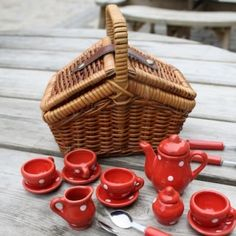 tiny weeny tea set