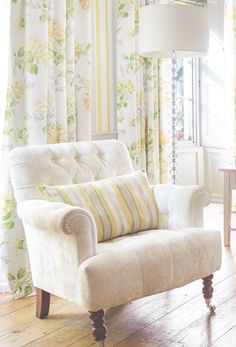 Laura Ashley Spring/Summer 2015: Flower Marquee もっと見る