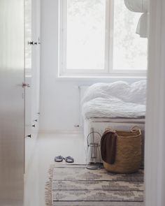 Instagram @erikaappelstrom  #bedroom #nordic #scandinaviandesign #scandinavianhome #home #white #natural  #basket #linen