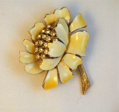 I'm not so into yellows; angle is a nice change. Signed HAR Enamel and Rhinestone Flower Brooch