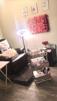Home Beauty Salon, Home Nail Salon, Nail Salon Decor, Beauty Salon Decor, Beauty Salon Interior, Salon Interior Design, Beauty Room Decor, Makeup Room Decor, Cute Room Decor