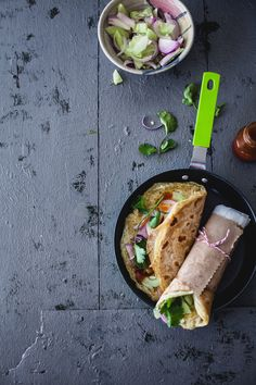 Kolkata egg roll is one of the most popular street food from Kolkata with a very simple filling makes a perfect busy day lunch or snack on the go. Vegetarian Cooking, Vegetarian Recipes, Best Fast Food, Asian Recipes, Ethnic Recipes, Desi Food, Egg Rolls, Vegan Dishes, Street Food