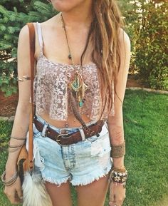 Love how summery this looks! Would be super cute to wear to a concert or like a festival :D