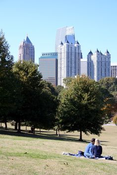 Enjoy a picnic or view the amazing midtown skyline at Piedmont Park #travel #ATL