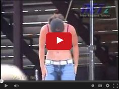 Zsikała się w spodnie w serwisie www.smiesznefilmy.net tylko tutaj: http://www.smiesznefilmy.net/zsikala-sie-w-spodnie