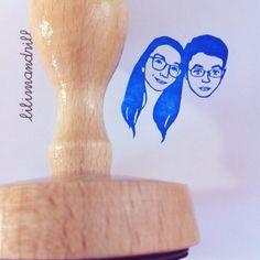 Custom Face Stamp @lilimandrill www.lilimandrill.fr #etsy #etsygifts #etsywedding #wedding #mariage #bride #diy #couple #stamp #rubberstamp #shopsmall #handmade #gift #weddinggift #invitations #weddinginvitations #invites #etsylove #etsymatch #engagement #bridesmaid