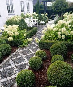 Large backyard landscaping ideas are quite many. However, for you to achieve the best landscaping for a large backyard you need to have a good design. Large Backyard Landscaping, Outdoor Gardens, Beautiful Gardens, Small Backyard Landscaping, Landscaping With Rocks, Garden Pathway, Backyard Garden, Backyard Landscaping, Backyard