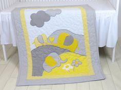 Gris amarillo bebé manta gris elefante cuna por Customquiltsbyeva