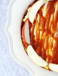 appelkaastaart-met-peperkoekbodem-en-gezouten-karamel