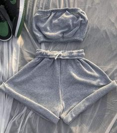 Look Fashion, Fashion Pants, Fashion Outfits, 2000s Fashion, Swag Outfits For Girls, Cute Outfits, Teen Outfits, Teenager Outfits, Strapless Crop Top