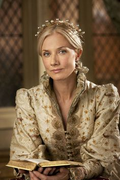 Catherin Parr. (The Tudors) played by Joely Richardson sister to the late Natasha Richardson and daughter of Vanessa Redgrave.  She looks so much like her Mother.