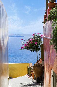 Path in Oia, Santorini, Greece